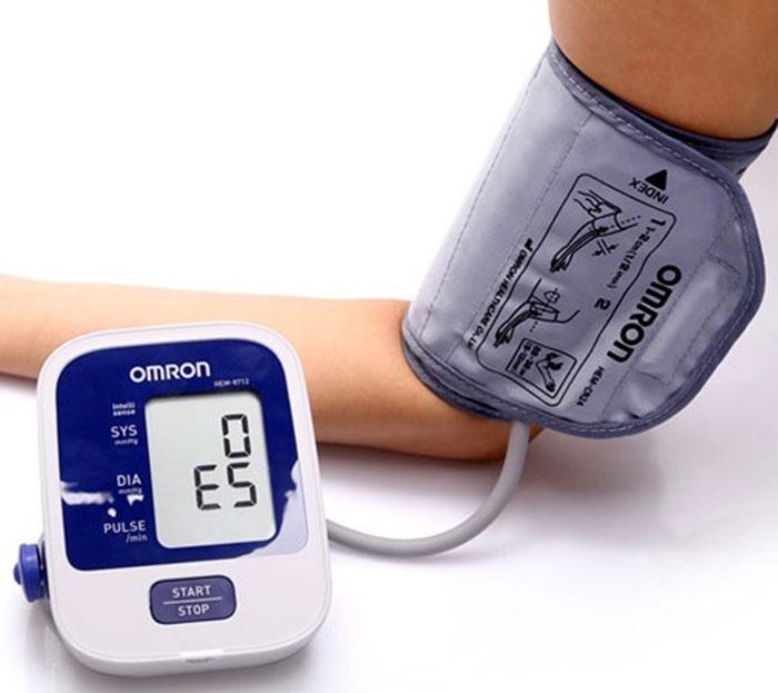 Máy đo huyết áp bắp tay Omron Hem-8712
